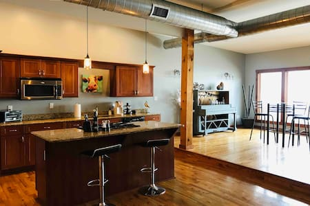 Eclectic Loft off the Square with Rooftop Patio