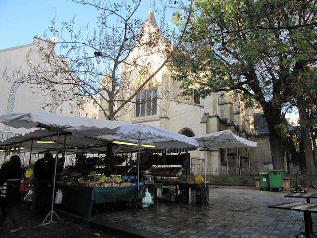 Nearby the Mouffetard market - Le marché Mouffetard à proximité