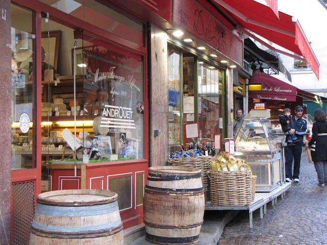 One of the shops in Mouffetard street - Comemrces de la rue Mouffetard