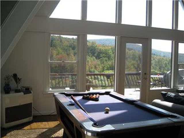Catskills house w/ Views + Hot Tub