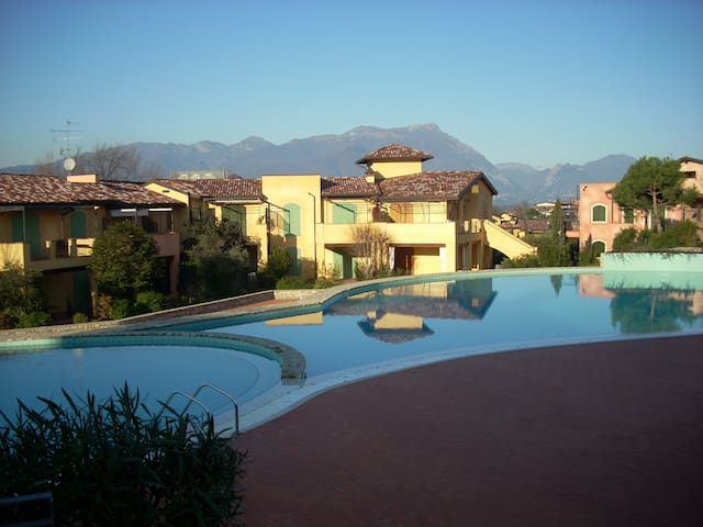 Lake Garda apt with 3 pools &tennis - Manerba del Garda - Daire