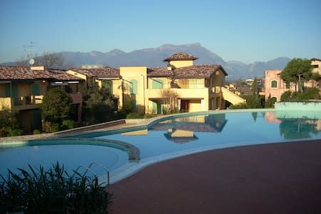 Lake Garda apt with 3 pools &tennis - Manerba del Garda - 아파트