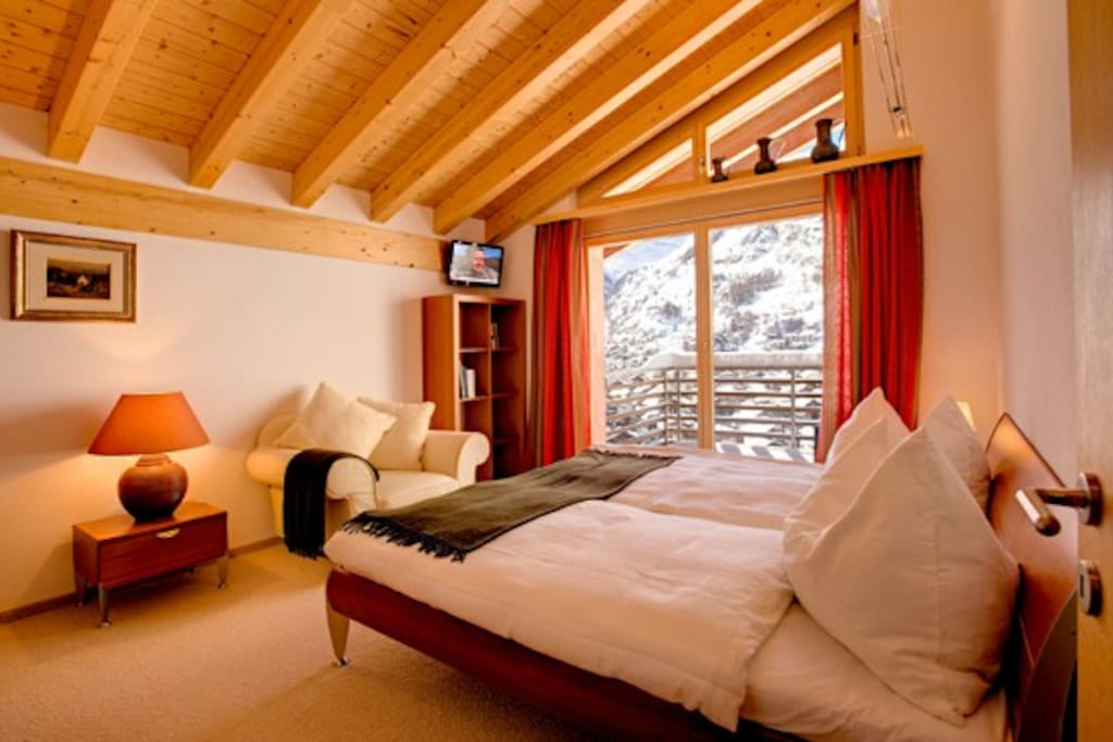 Double bedroom with view of the Matterhorn