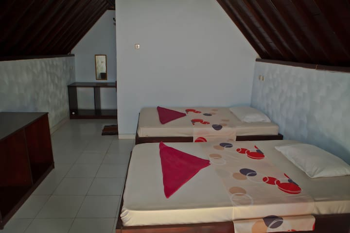 Beach bungalow with A/C, twin bed - Pemenang - Bed & Breakfast
