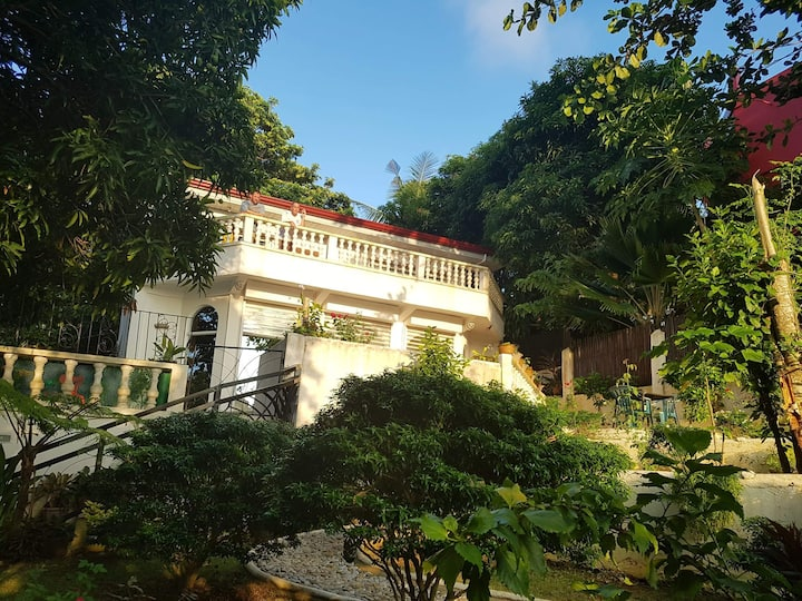 Garden & Sea View 2 bedroom apt (BALAY SA BUKID)