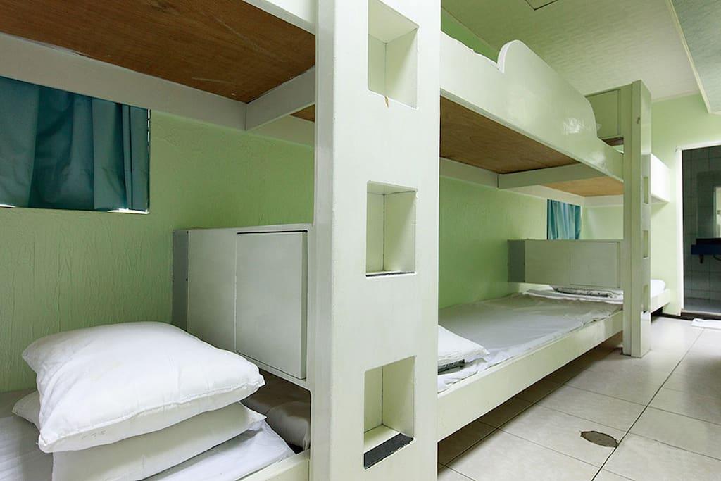 房內床位,設備擺設
