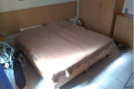 Good located room near by the beach - Ta' Xbiex - Pis