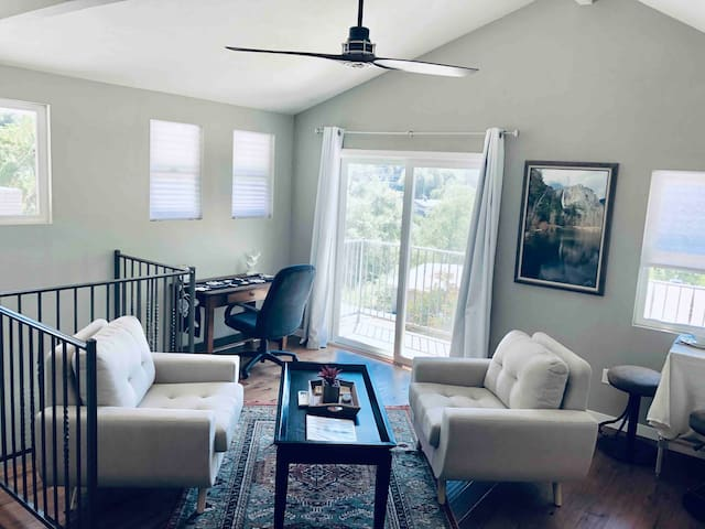 Large living space with vaulted ceilings and gorgeous views