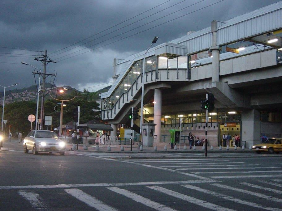 """estacion del metro """"La floresta"""""""
