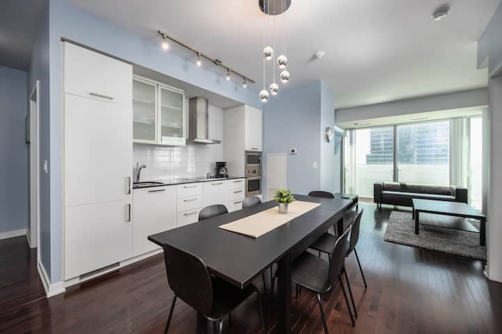 Lakeview 3 BDRM + 2 BATH + Parking - MTCC, CN