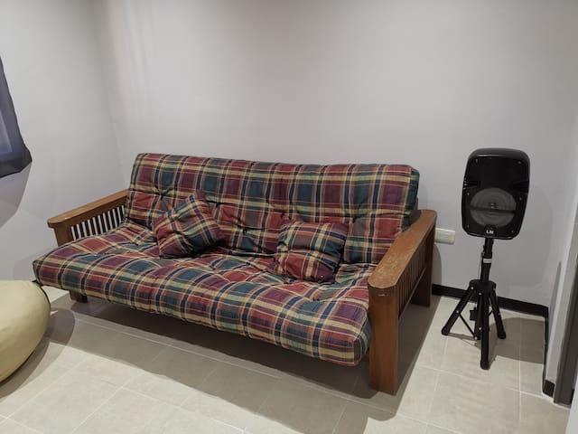 Sofa Cama y Bocina bluetooth