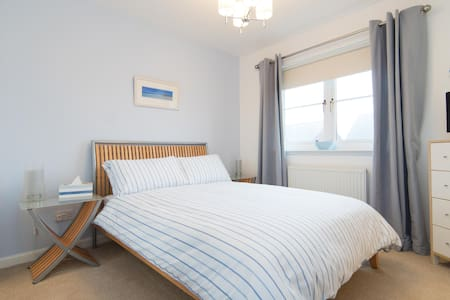 LIFE ENHANCING stay in a private suite - Glasgow - House