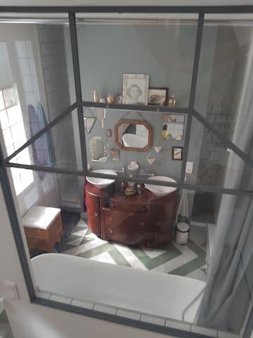 Salle de bains (1er étage)