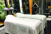 Gym Pic #3 : Massage Bed.