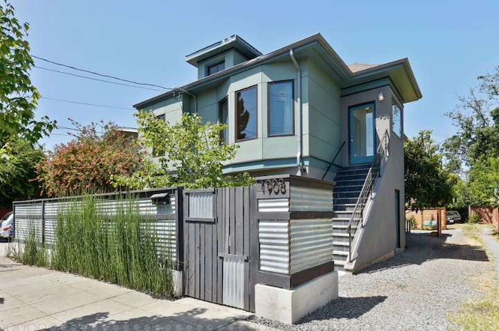 Robot House in West Berkeley (Single Room)