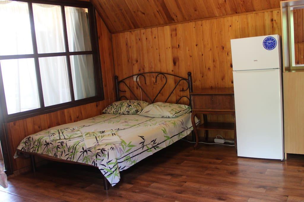 2-х спальная кровать в общей комнате