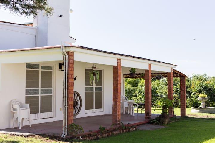 Casa el Aguacate  Tenextepec Atlixco, con alberca.