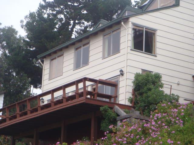 Casa 6 dormitorios Camino a Zapallar frente al mar - Zapallar - House