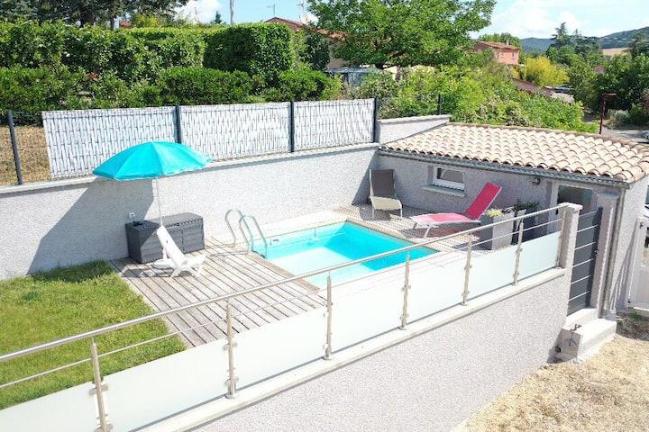 Studio et piscine privée dans maison individuelle
