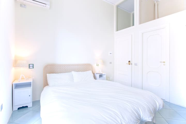 BnB Naples - Central Triple Room