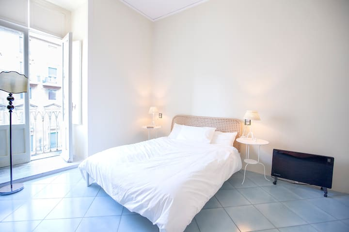 Charming room in the center-A\C-WiFi-Ensuite bathr