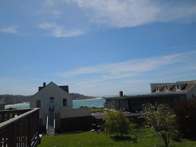 Amazing seaview and sun deck in the heart of Mendo