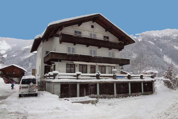 Schöne Ferienwohnung in Aschau im Zillertal mit Terrasse