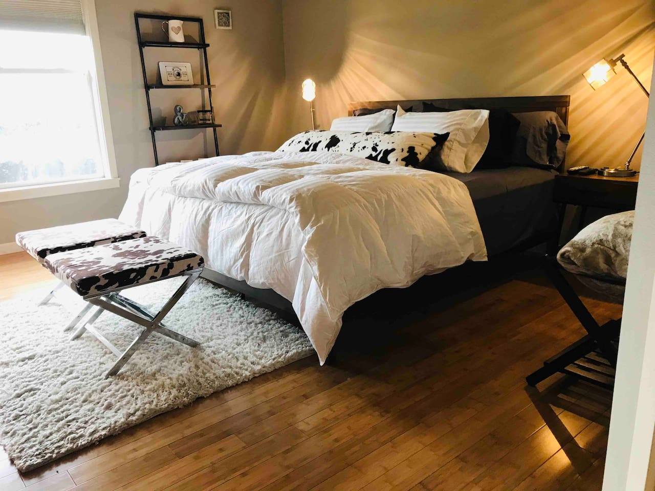 Large master bedroom with king size bed and goose-down duvet.   High thread count sheets and pillow.  Includes TV and ensuite bathroom.
