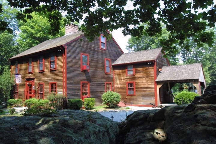Noyes Room, Stonington, Colonial Home, c1710 - Stonington - Bed & Breakfast