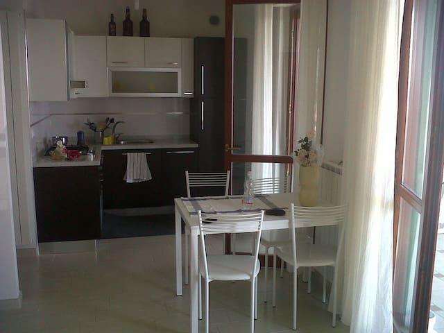 Hillside apartament,overlooking sea - Pescara - Flat