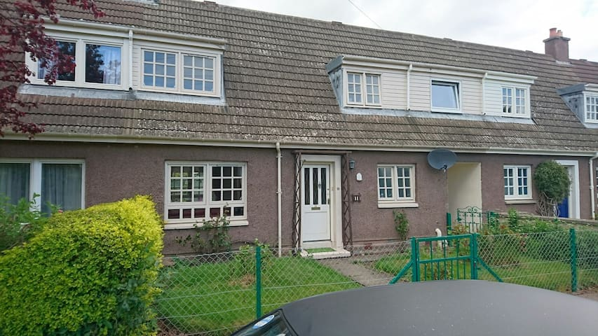 3 bed house,  Big garden,  BBQ - Forres  - Casa
