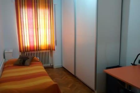 Habitación individual en la Txantrea, Pamplona - Pamplona