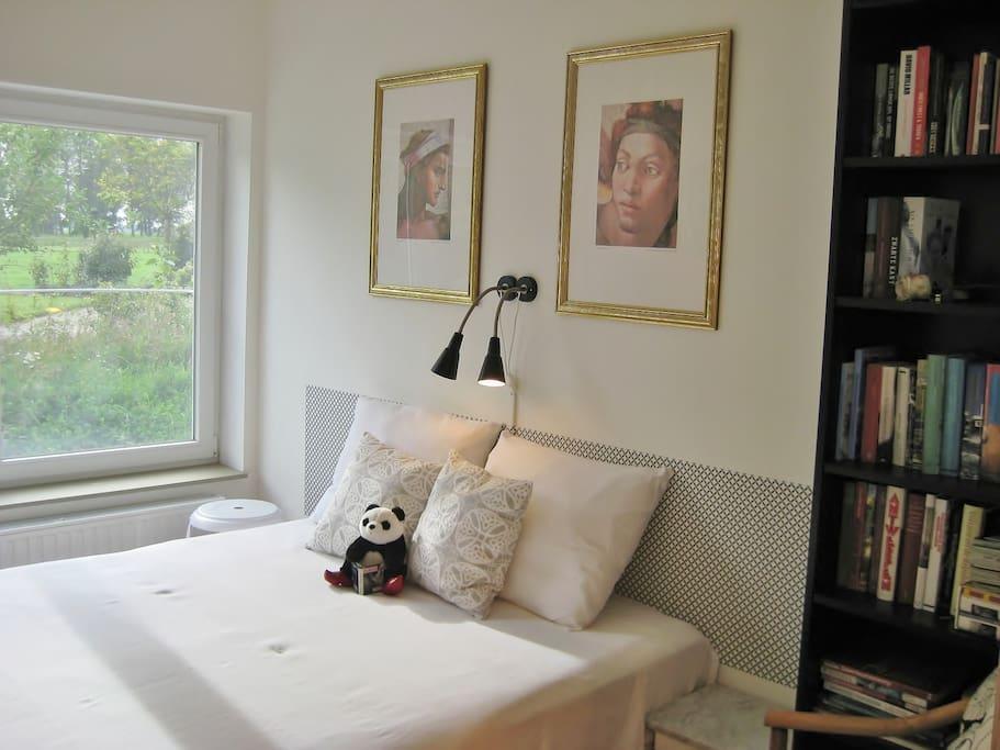 Ihr Gepflegtes und gemütliches Zimmer. Bett 160x 200 cm