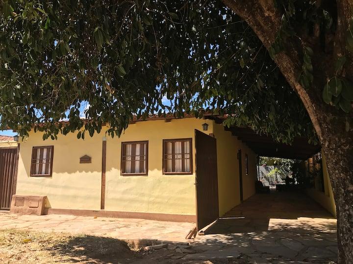 Casa Canarinho - Centralizada  - Ampla e Arejada