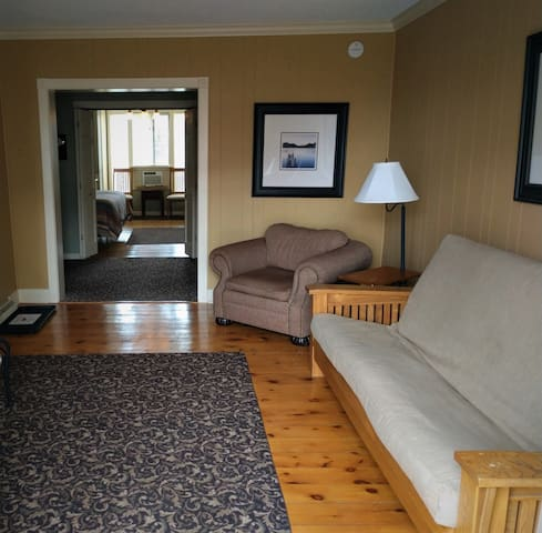 Ground Floor Queen Bedroom Suite - Room 17