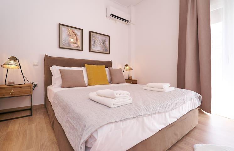 Notice the decorative details in the bedroom: wooden fine furnishing of Scandinavian aesthetics.