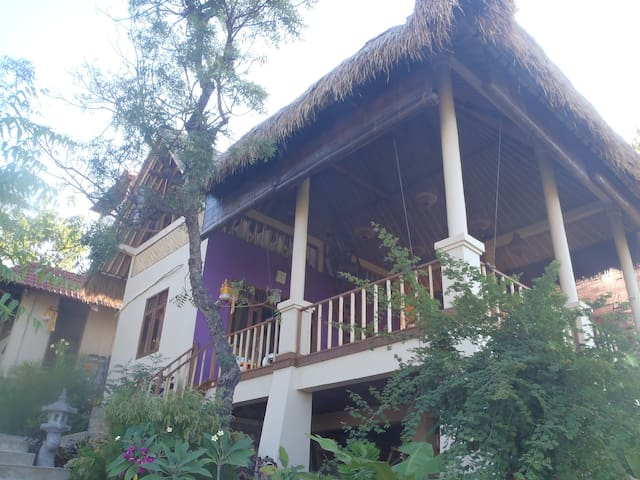 Om Shanti Private Cottage Amed Bali - Abang - Bed & Breakfast