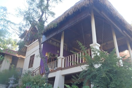 Om Shanti Private Cottage Amed Bali - Abang