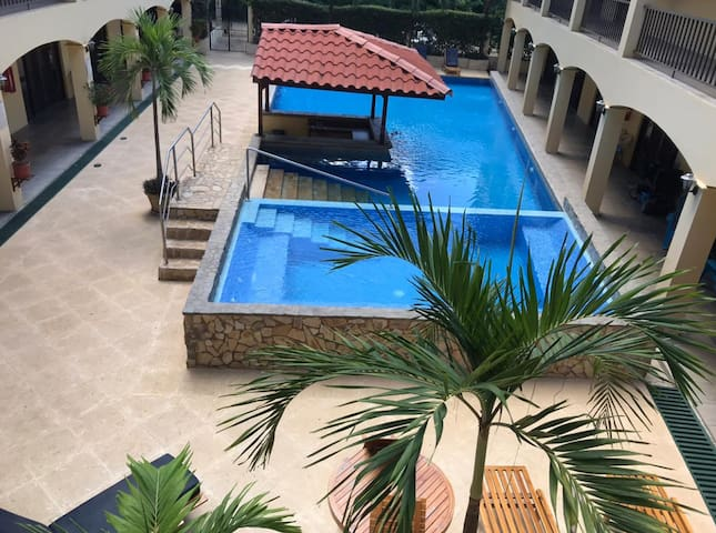 Poolside Condo to Relax, Playas del Coco