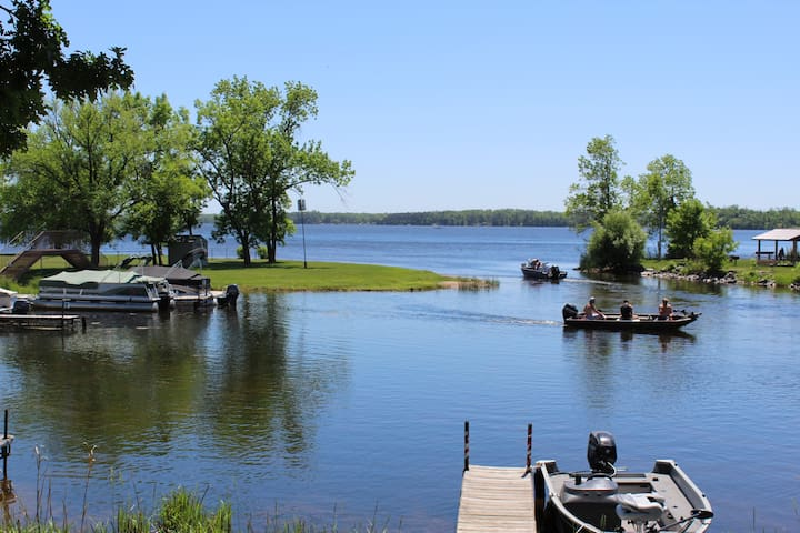 Big Yellow lake Condo with Dock, Lake Front