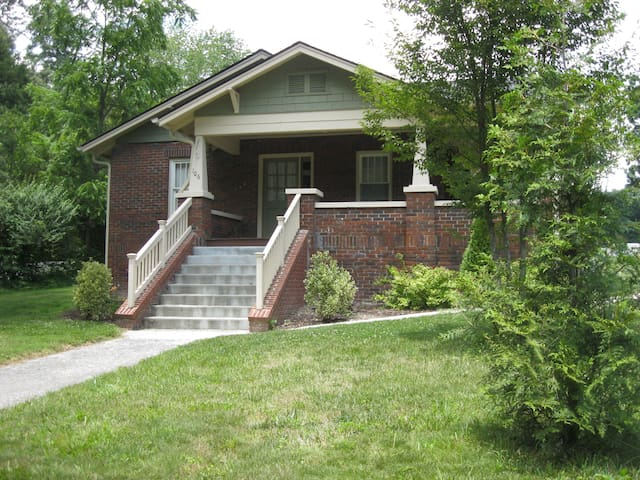 Comfortable Bungalow centrally located