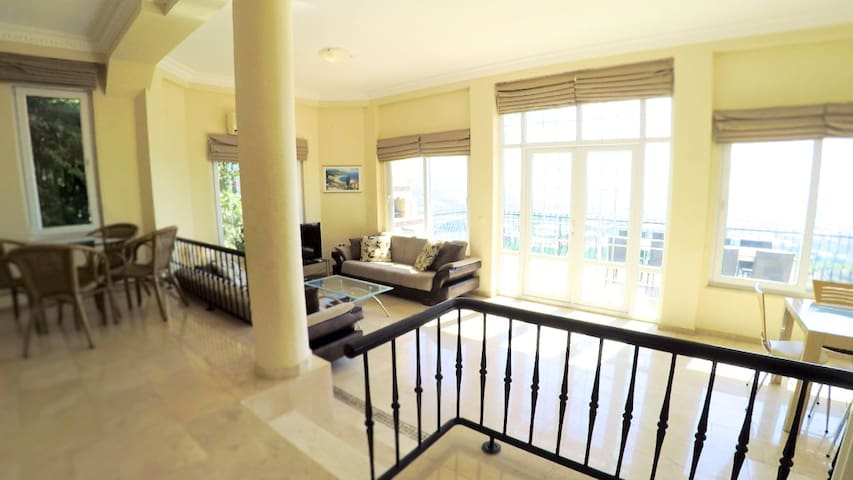Bright 2-level villa with 5 star facilities - Alanya - Villa