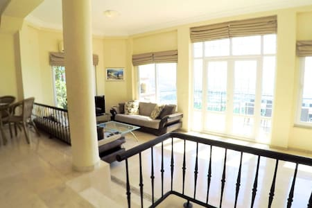 Bright 2-level villa with 5 star facilities - อลันยา - วิลล่า