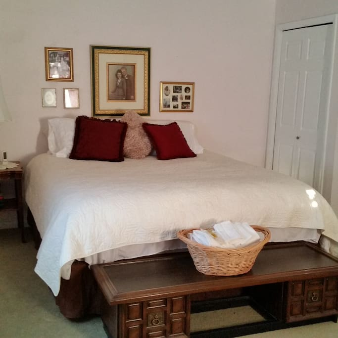 Jaqueline Room with Cali-King Bed