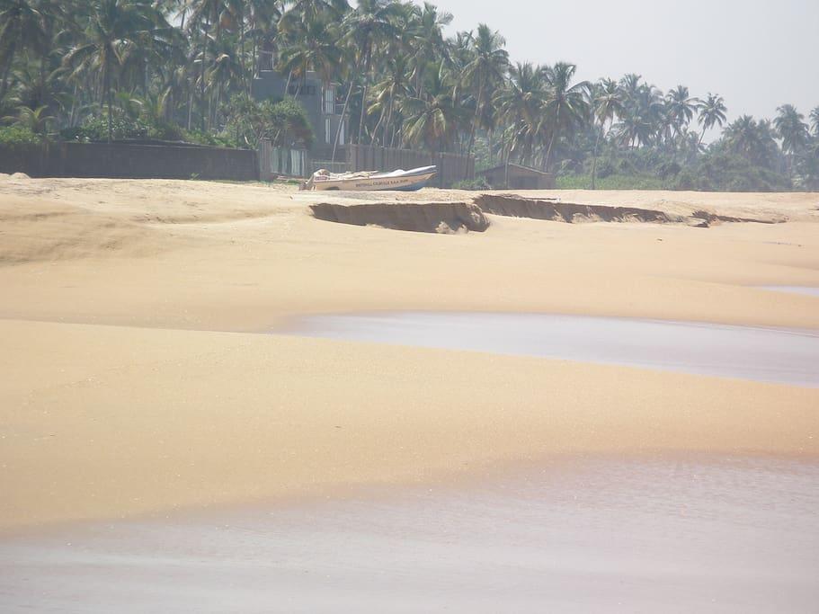 Uswetakeiyawa Beach near the villa