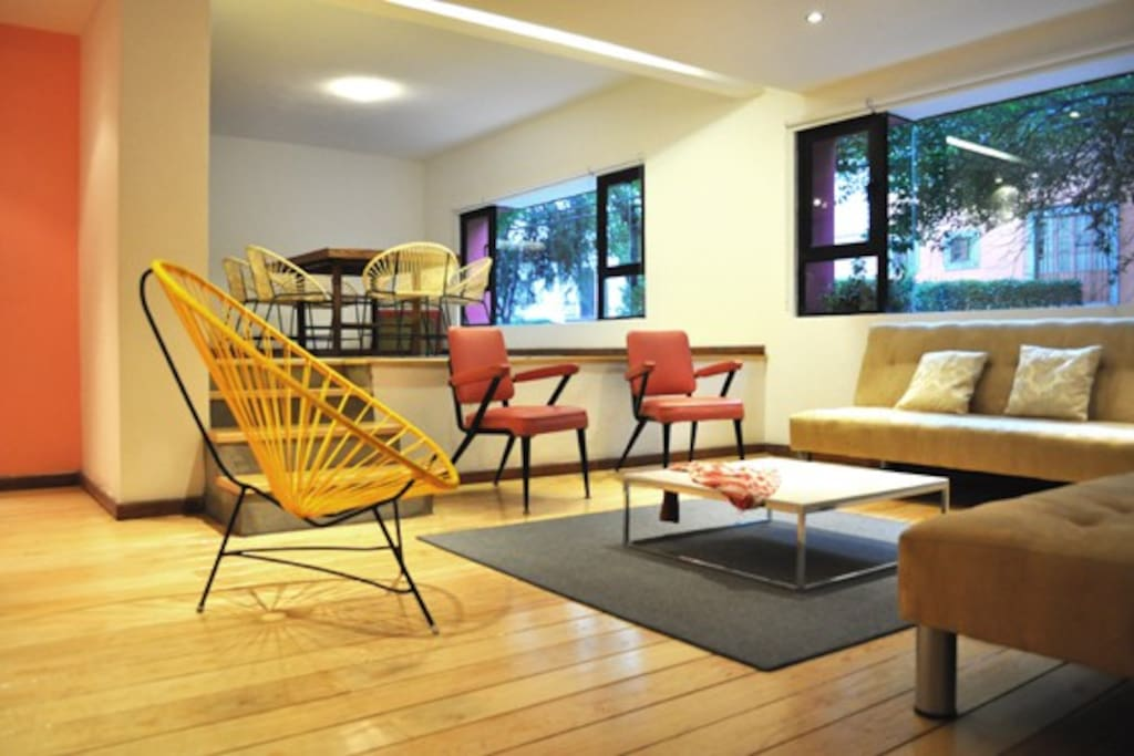 Enjoy the comfortable an colorfull vintage furniture combined with the practical an modern futons that fold out into beds.