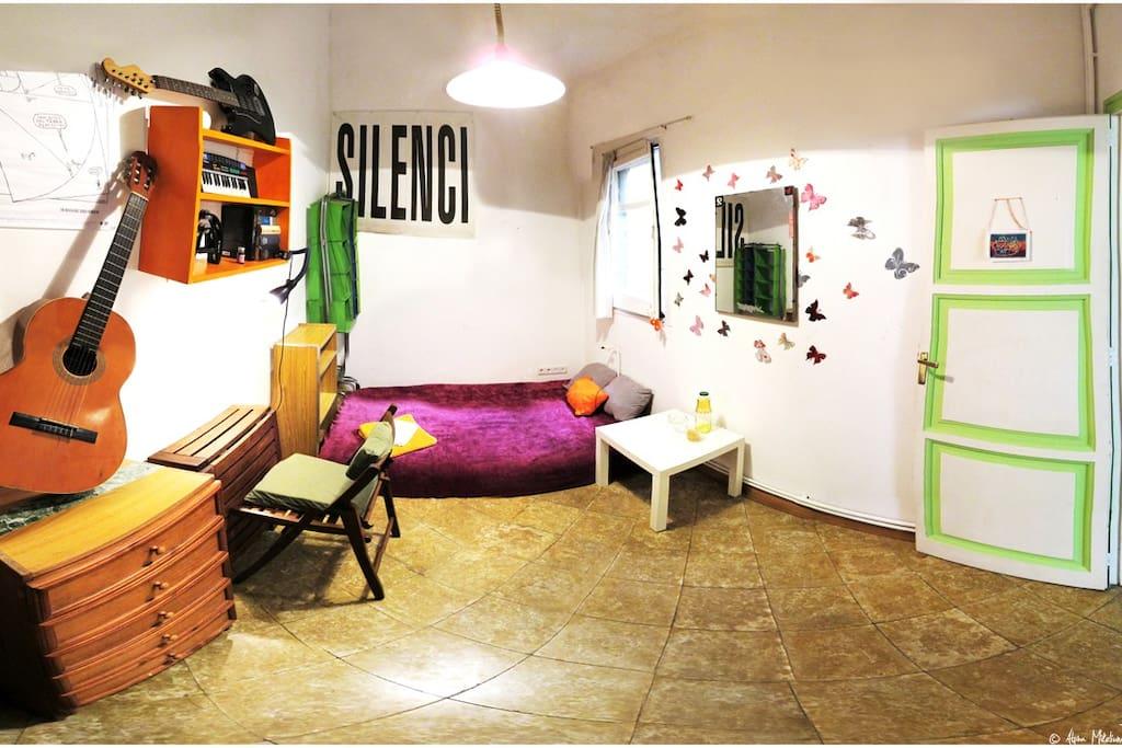 Bonita habitación, doble y privada de 10 m2.