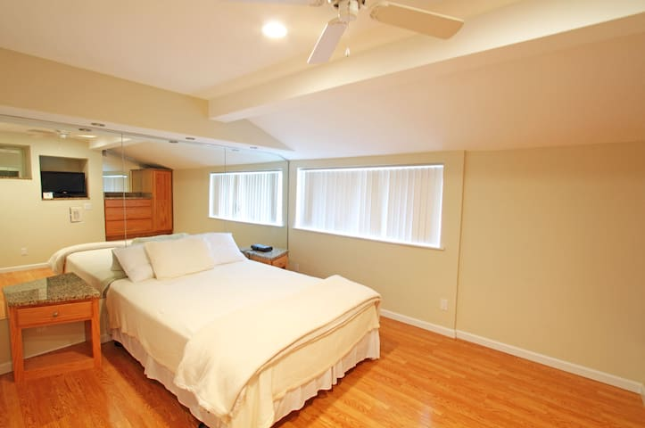 Guest Bedroom Wood Floors KING for an King
