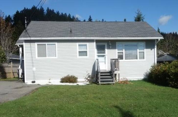 1 Bedroom + 1 Couch w/ House Access - Saint John - Dom