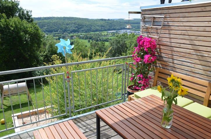 Haus mit Ausblick und Garten